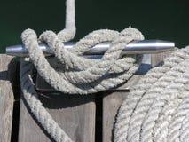 Noeuds, serre-câbles et cordes Image libre de droits