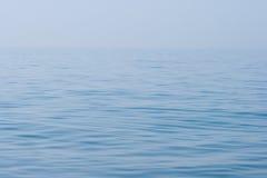 Nog kalme overzeese waterspiegelachtergrond Royalty-vrije Stock Afbeelding
