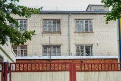 Nog werkend oud gevangenishuis stock afbeelding