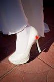 Noga panna młoda w białych butach Fotografia Royalty Free