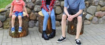 Nogi trzy dziecka outdoors zdjęcia stock