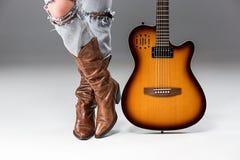 Nogi w cajgach i kowbojów butach Zdjęcie Royalty Free