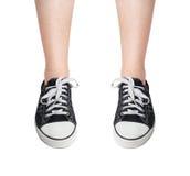 Nogi w Sneakers Zdjęcia Stock