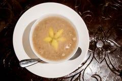 Nogueira-do-Japão da pasta do 'batata doce' ou orh nee, desser de Malásia do chinês tradicional imagem de stock