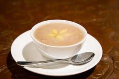 Nogueira-do-Japão da pasta do 'batata doce' ou orh nee, desser de Malásia do chinês tradicional foto de stock royalty free