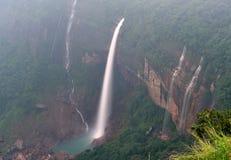 Nohkalikai faller Cherrapunji Meghalaya Indien Arkivfoton