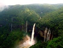 Nohkhalikai nedgång, Cherrapunjee, Meghalaya royaltyfria foton