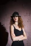 Noir  портрет привлекательной девушки брюнет Стоковые Изображения