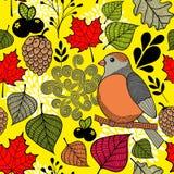 Noir et avec l'oiseau sur la branche et les feuilles d'automne Images stock