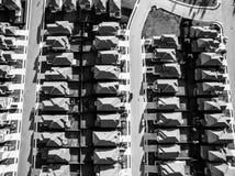Noir et blanc au-dessus des maisons modernes vaste Texas Hill Country de développement Images stock