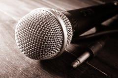 Noir et blanc filtré du microphone Photos stock