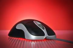 Noir et souris optique d'ordinateur de câble par argent Image libre de droits
