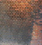 Noir très modifié de mur de briques de la pollution Photos stock