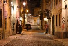 Noite as ruas de Lisboa, Portugal Imagem de Stock Royalty Free