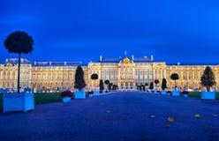 Noite atrasada em Catherine Palace a residência do verão dos czars do russo em Pushkin, St Petersburg Quadrado e Fotos de Stock Royalty Free
