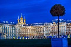 Noite atrasada em Catherine Palace a residência do verão dos czars do russo em Pushkin, St Petersburg Quadrado e Fotografia de Stock