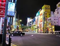 Noite da cidade elétrica de Akihabara em Tokyo, Japão Imagens de Stock