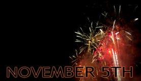 Noite da fogueira, o 5 de novembro, o Reino Unido comemora a noite de Guy Fawkes com fogos-de-artifício com copyspace Foto de Stock