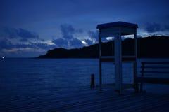 Noite da obscuridade do mar da paisagem imagem de stock