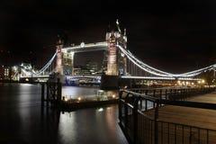 Noite da ponte da torre fotos de stock