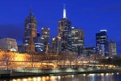 Noite da skyline de Melbourne Foto de Stock
