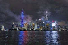 Noite da skyline de Shanghai fotografia de stock royalty free