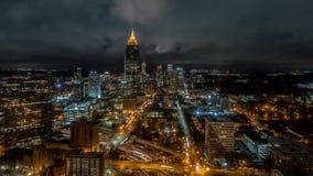 Noite da skyline do TL Atlanta video estoque
