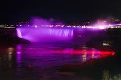 Noite das quedas da sapata do cavalo de Niagara Falls Ontário Canadá Fotos de Stock Royalty Free