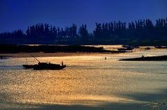 Noite de barcos de pesca Imagem de Stock