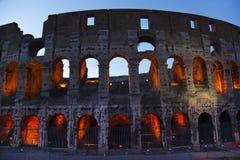 A noite de Colosseum detalha Roma Italy Fotos de Stock