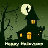 Noite de Dia das Bruxas - casa assombrada com árvore Fotografia de Stock Royalty Free
