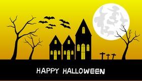 Noite de Dia das Bruxas, castelo preto no fundo da luz solar da noite, com lua, foto de stock royalty free