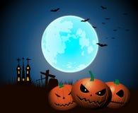 Noite de Dia das Bruxas com as abóboras assustadores sob o luar ilustração royalty free