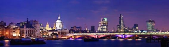 Noite de Londres imagens de stock