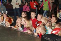 Noite de Natal crianças em um traje do partido das crianças, o carnaval de ano novo Imagem de Stock