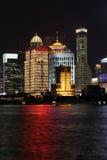 Noite de Shanghai Pudong imagens de stock