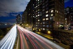 Noite disparada de uma estrada Foto de Stock