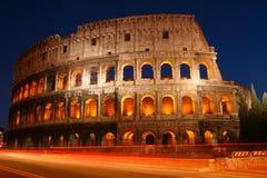 A noite disparou do coliseu em Roma, Itália foto de stock