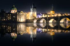 Noite do bridgeat de Charles, Praga, República Checa fotografia de stock