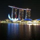 Noite do centro de Singapura fotografia de stock