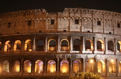 Noite do coliseu (Colosseo - Roma - Italy) imagem de stock royalty free