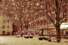 Noite do inverno na cidade velha Imagens de Stock Royalty Free