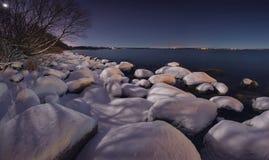 Noite do inverno no oceano Fotos de Stock Royalty Free