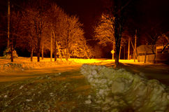 Noite do inverno nos subúrbios da cidade. Imagem de Stock Royalty Free