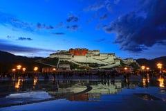 Noite do palácio de Potala fotos de stock royalty free