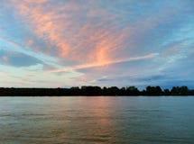Noite do por do sol em Zemun no rio Danúbio imagem de stock royalty free