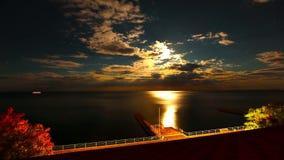 Noite e o mar. 4K. HD COMPLETO, 4096x2304. vídeos de arquivo