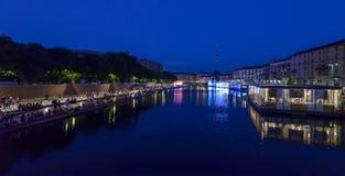 Noite em Darsena restaurado, Milão, Itália Fotografia de Stock Royalty Free