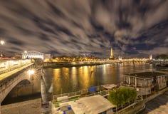 Noite em Paris, França fotografia de stock