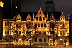 Noite histórica dos edifícios do negócio da barreira de Shanghai Foto de Stock